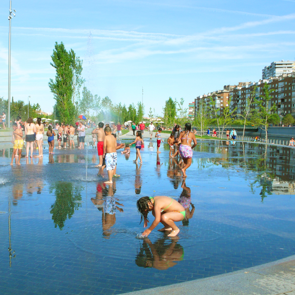 Aire libre la playa de madrid for Piscina complutense madrid